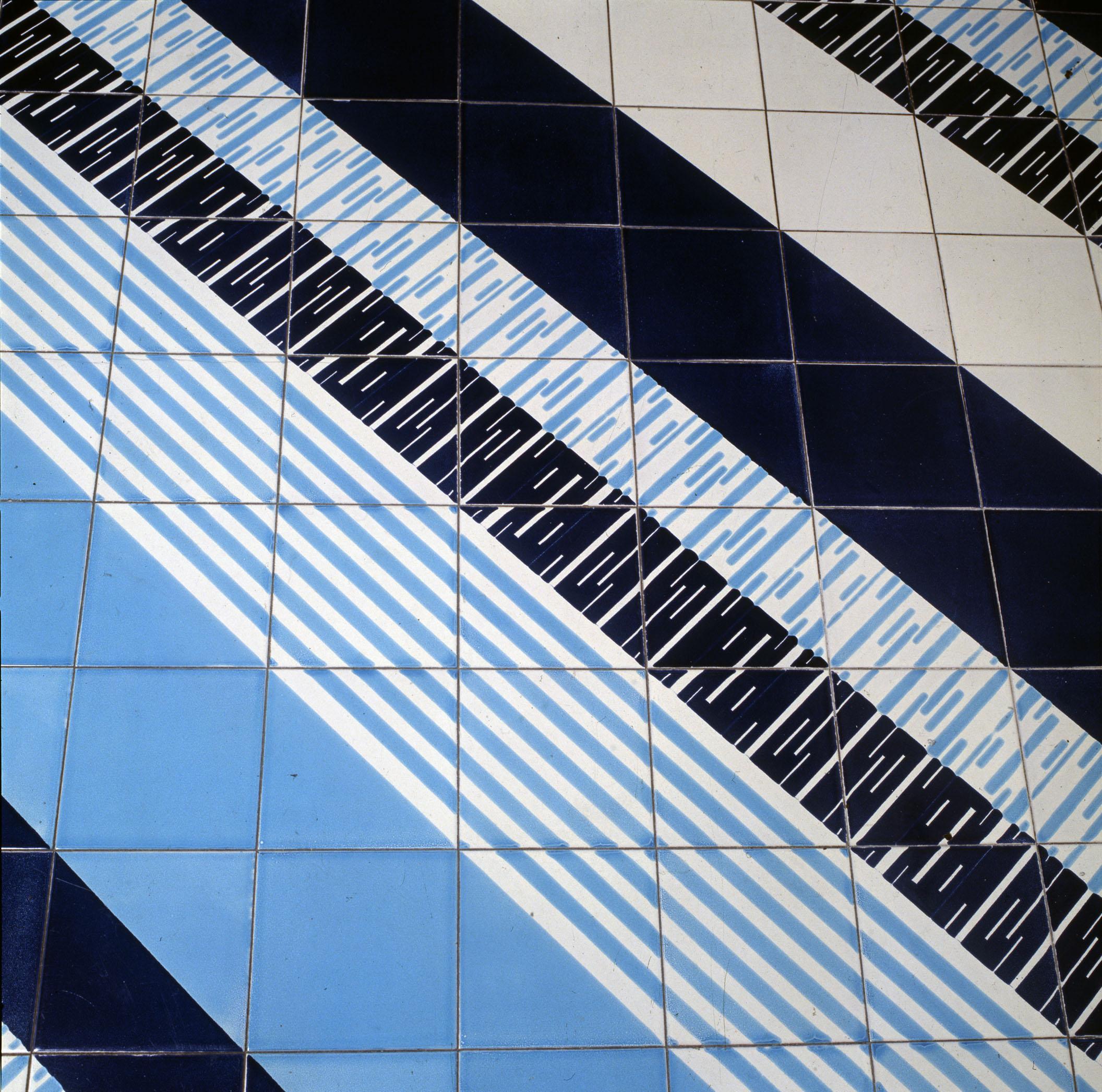 Gio ponti dipingere con le mattonelle oggetti - Piastrelle gio ponti ...