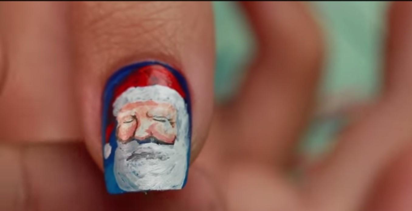 Unghie e mani con Babbo Natale
