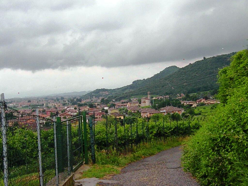 Ronco di Gussago visto dalla strada romana che giungeva da Brescia