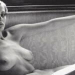 Aggiudicata a 28mila dollari la doppia foto (Sylvia vestita e nuda) scattata da Helmut Newton a Brescia