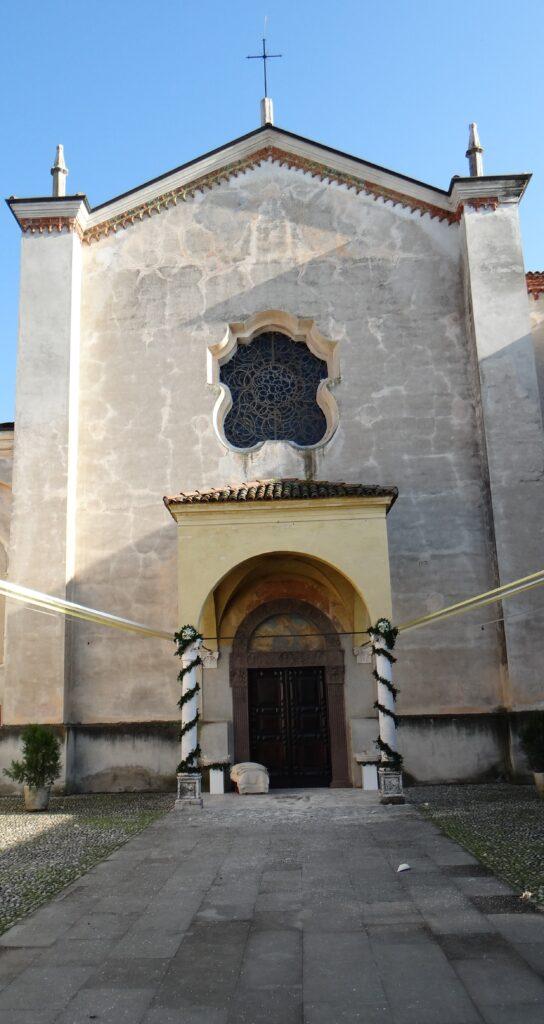 La facciata quattrocentesca della chiesa di  San Nicola, Abbazia olivetana di Rodengo Saiano