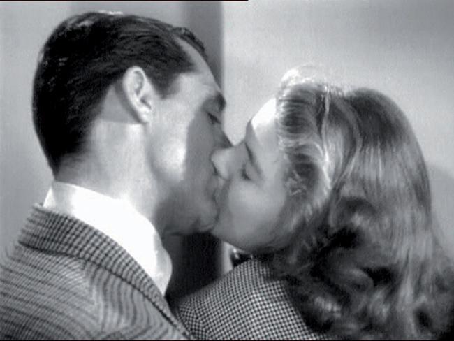 Cary Grant e Ingrid Bergman in Notorius di Alfred Hitchcock