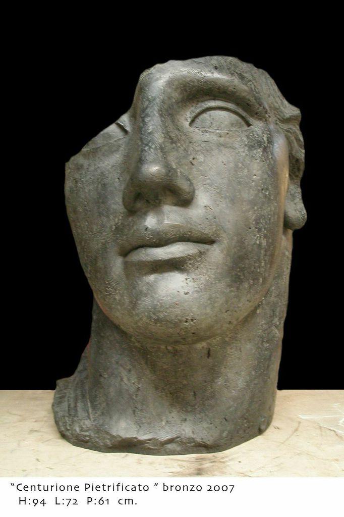 Igor Mitoraj Centurione Pietrificato, 2007 Scultura in bronzo, 94x72x61 cm Courtesy of Galleria d'Arte Contini Sezione: Main