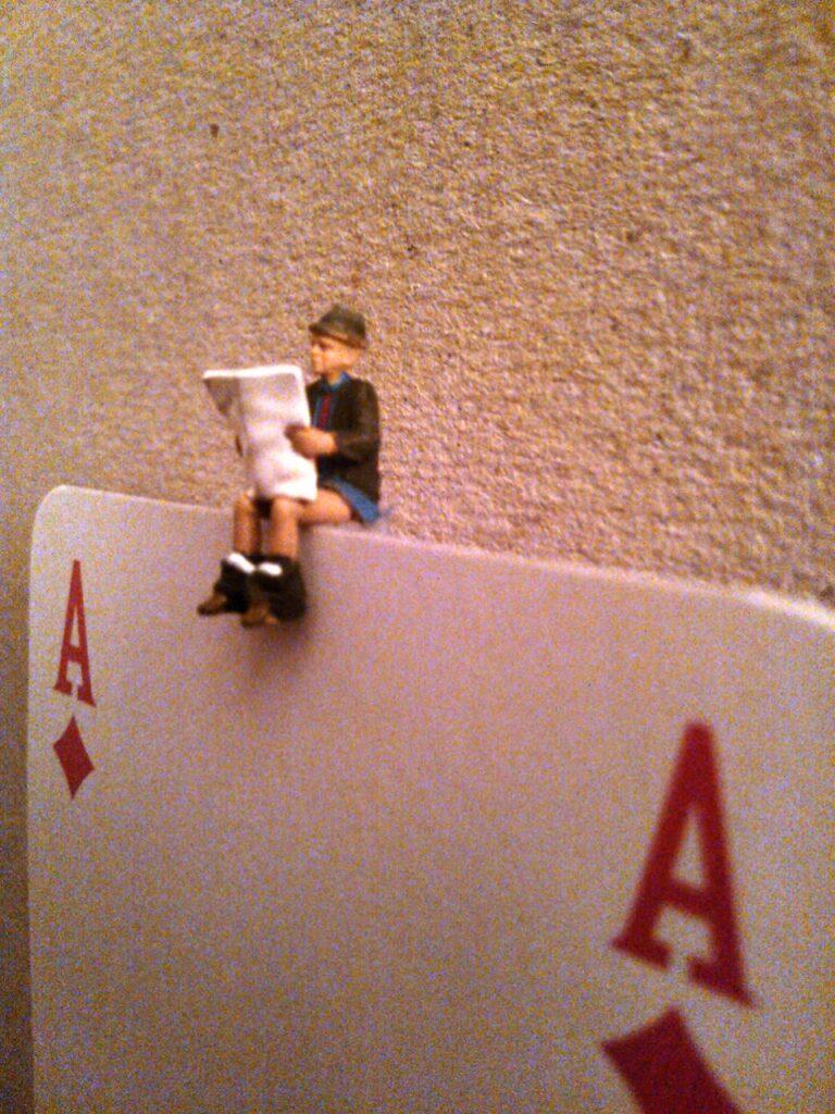 Riccardo Bonfadini, Seduto sull'asse (partiicolare)