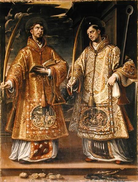 Alonso Sanchez Coello, I martiri setfano e Lorenzo, 1580 circa. Gli attributi dei due santi sono a terra, mentre la scena del martirio è ricamata sulle vesti