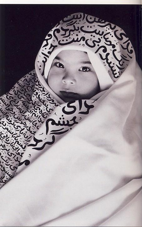 SHIRIN NESHAT, Innocent memories - Ricordi innocenti, 1995, inchiostro su gelatina d'argento, 188 x 120 cm, ( stampato in 3 edizioni)