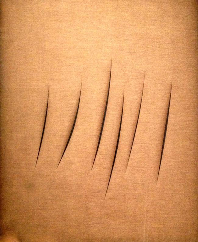 """Lucio Fontana, Concetto Spaziale, Attese, 1962, olio e tagli su tela marrone, 100 x 81 cm. Firmato, titolato e scritto sul retro: """"l. fontana / """"Concetto Spaziale"""" / ATTESE / Al Cap. Donato / con affetto l. fontana / 1 + 1 – 3 UUT3"""
