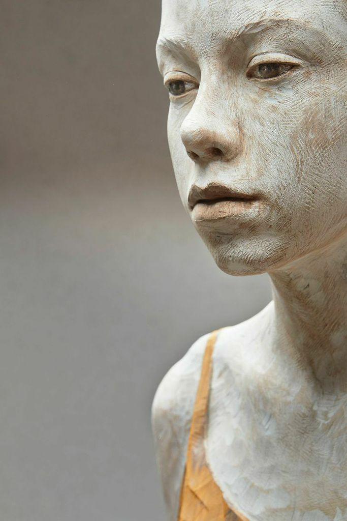 Bruno Walpoth Così come sono, 2014 Legno noce, 70x42x30 cm Courtesy: Galleria dell'Incisione, Brescia Sezione: Main