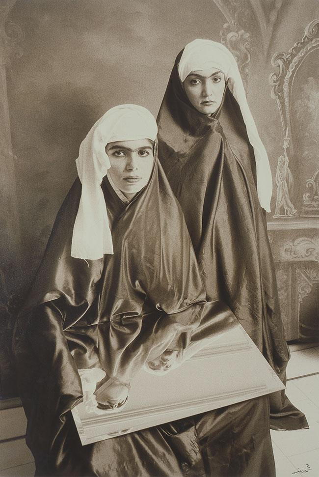 GHADIRIAN-SHADI QAJAR#18-(RADIO),1998 FOTOGRAFIA-IN-B_N,cm.90x60 Collezione Giuseppe Iannaccone Courtesy dell'artista