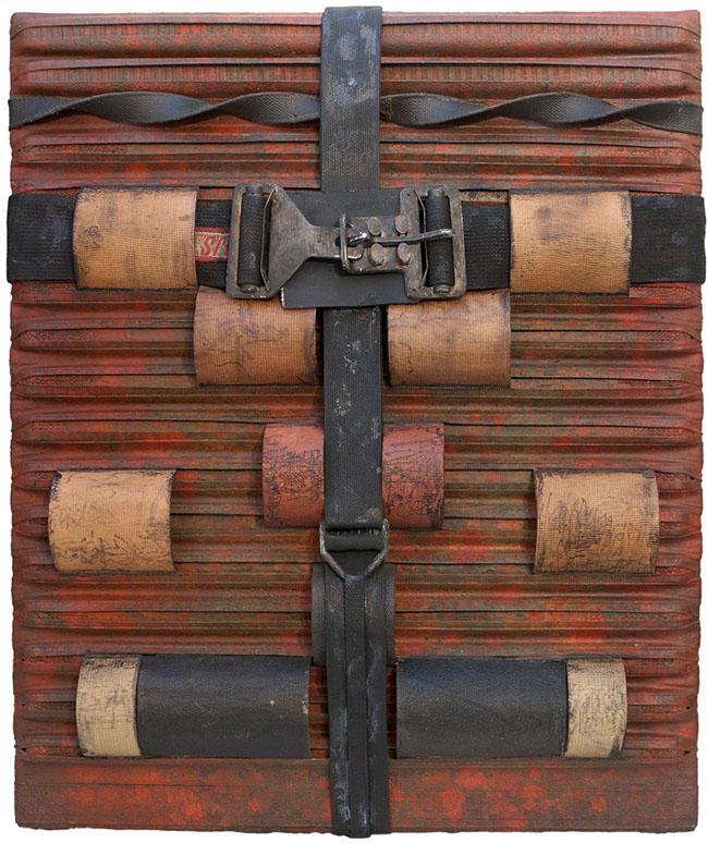 Salvatore Scarpitta: Racer Roller, 1963, tela, cinghie, metallo e tecnica mista su tavola, 72x60x9 cm