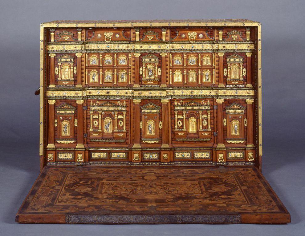 Leone Leoni (?) Monetiere/scrittoio tecniche miste,  120 x 120 © Galleria Estense, Modena