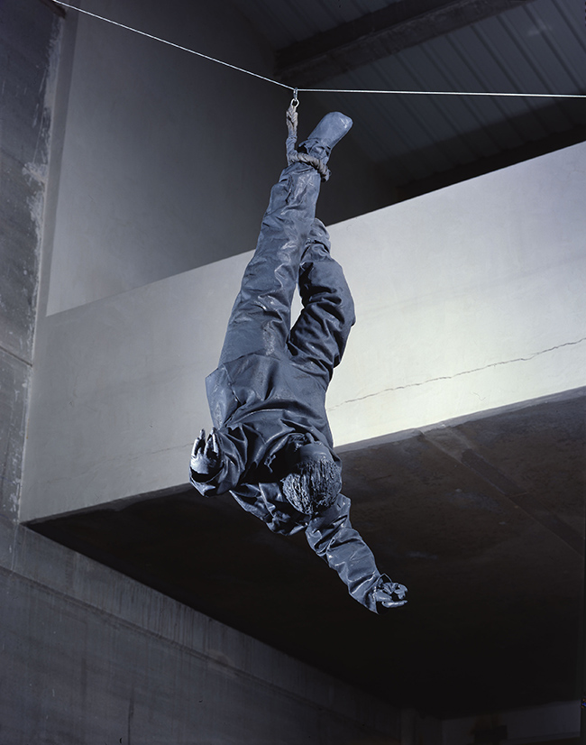 Juan Muñoz Figure Hanging from One Foot, 2001 Bronze and galvanized steel 180 x 70 x 85 cm Artist's Studio, Madrid, 2001 Photo by Cuauhtli Gutierrez Courtesy Juan Muñoz Estate, Madrid