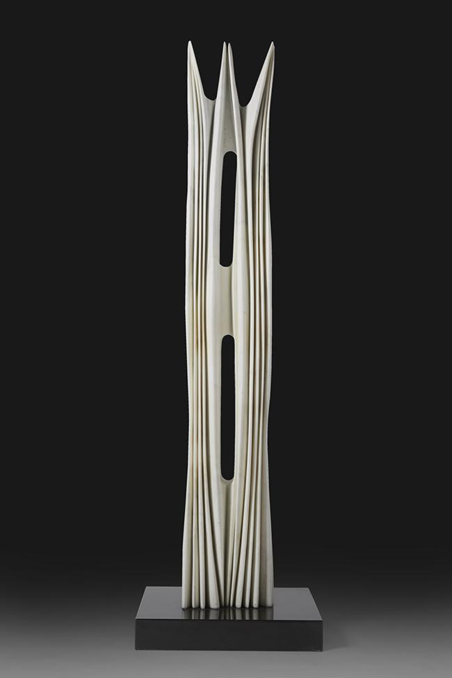 Pablo Atchugarry Senza titolo marmo statuario di Carrara 190x30 x28 cm (altezza, larghezza, profondità)