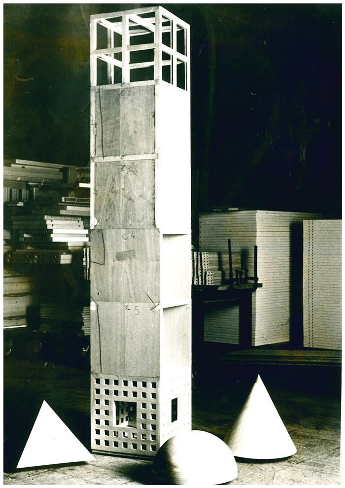 Oswald Mathias Ungers, mobile Cabinet Tower in lavorazione, 1985