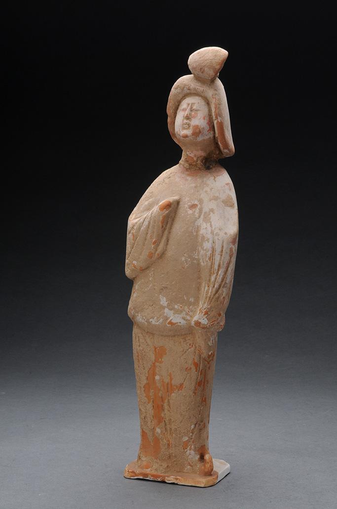 tatuetta di donna in ceramica rossa Dinastia Tang(618 – 907 d.C.) Rinvenuta a Luoyang (Henan) altezza 40 cm Museo Provinciale dello Henan