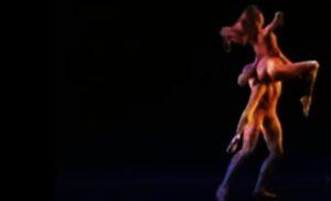 Una scena del balletto ispirato al gruppo marmoreo di Rodin