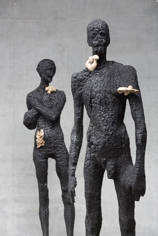 Demetz, Senza titolo legno carbonizzato e silicone cm 225x70x70