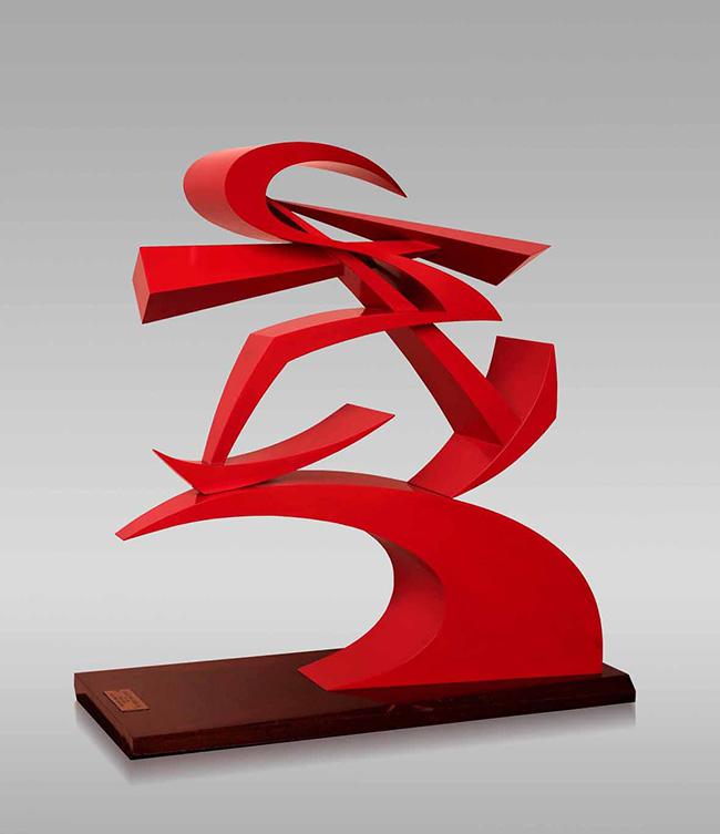 Giacomo Balla, Pugno di Boccioni, scultura metallica verniciata di rosso