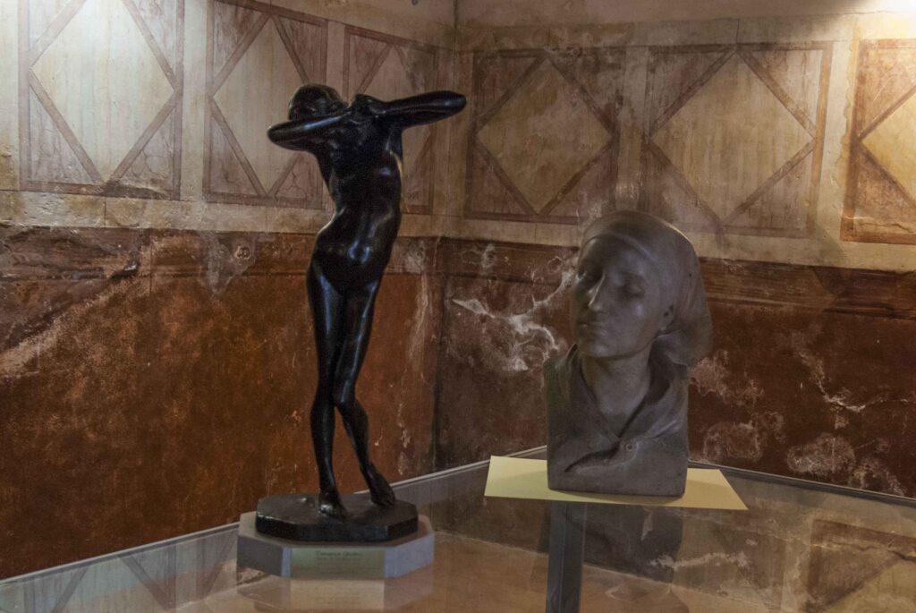 Due opere di Domenico Ghidoni nella sala della conferenza stampa - © Emanuele Bernardelli Curuz