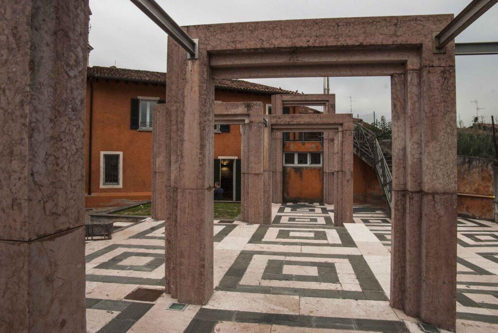 Entrata della biblioteca civica di Ospitaletto - © Emanuele Bernardelli Curuz