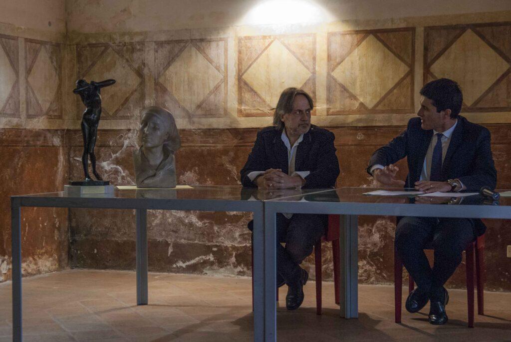 Il critico Maurizio Bernardelli Curuz e il sindaco Giovanni Battista Sarnico - © Emanuele Bernardelli Curuz