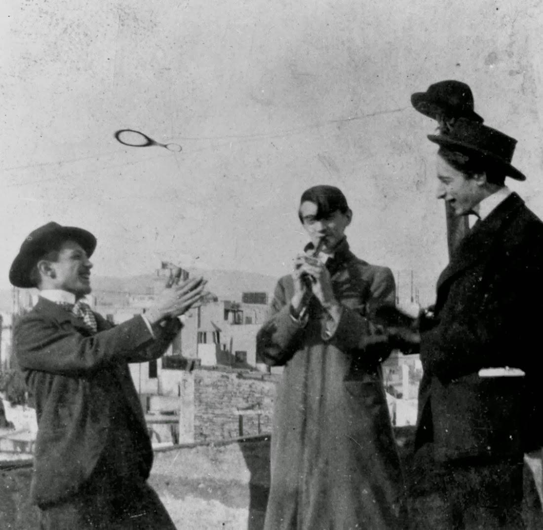 A destra, Carlos e, al centro, Pablo.entrambi erano nati nel 1881