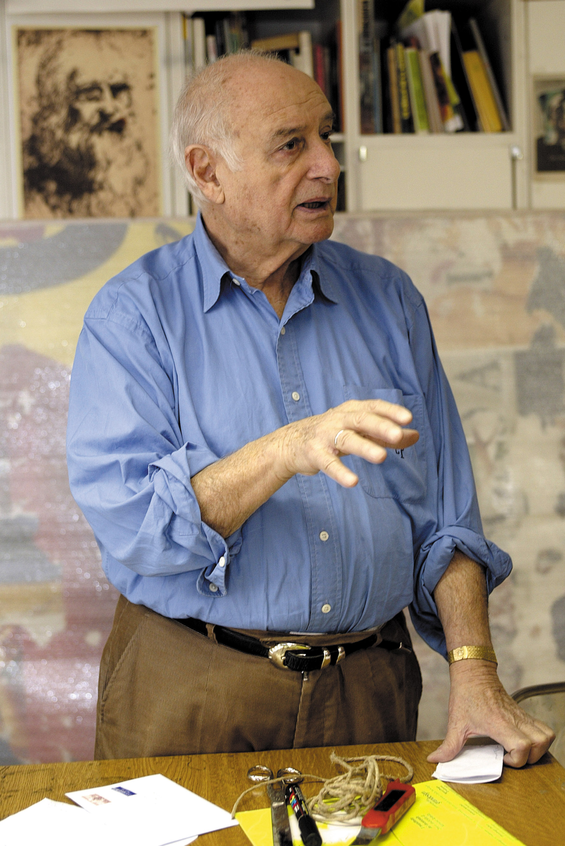 Mimmo Rotella in studio