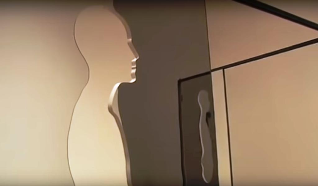 I vetri specchianti vengono tagliati e sagomati in questo modo, affinché il modello e la modella possano collocarsi a metà del vetro stesso, tenendo una gamba da una parte e l'altra da quella opposta