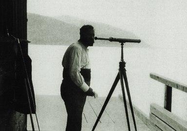 Gustav Klimt con il cannocchiale