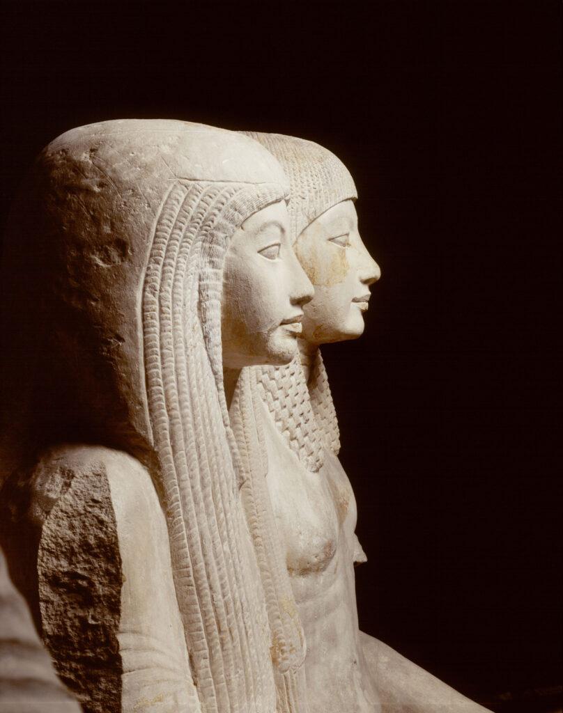 Statue di Maya e Meryt XVIII dinastia, regni di Tutankhamon (1333 – 1323 a.C.) e Horemheb (1319 – 1292 a.C.) Calcare Collezione D'Anastasi Rijksmuseum van Ouheden, Leiden, inv. AST 1-3 5_1 statua di Maya (AST 01): altezza: 216cm, larghezza: 74cm, profondità: 108cm 5_2 statua di Meryt (AST 02): altezza: 190cm, larghezza: 62cm, profondità: 95cm 5_3 Statua della coppia (AST_03): altezza: 158cm, larghezza: 94cm, profondità: 120cm Le statue di Maya, Sovrintendente al tesoro reale di Tutankhamon, e di sua moglie Meryt, cantrice di Amon, arrivarono in Olanda nel 1828 con la collezione D'Anastasi. Solo molti anni dopo, nel 1986, una missione archeologica anglo-olandese ne individuò la tomba di provenienza a sud-est della piramide di Djoser a Saqqara. Queste statue, che rappresentano i massimi capolavori egiziani del Museo Nazionale di Antichità di Leiden, lasceranno per la prima volta il Museo olandese alla volta di Bologna.