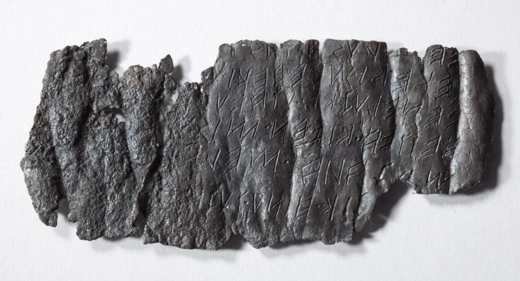 Tavola di piombo con iscrizioni etrusche, da Pech Maho, Francia