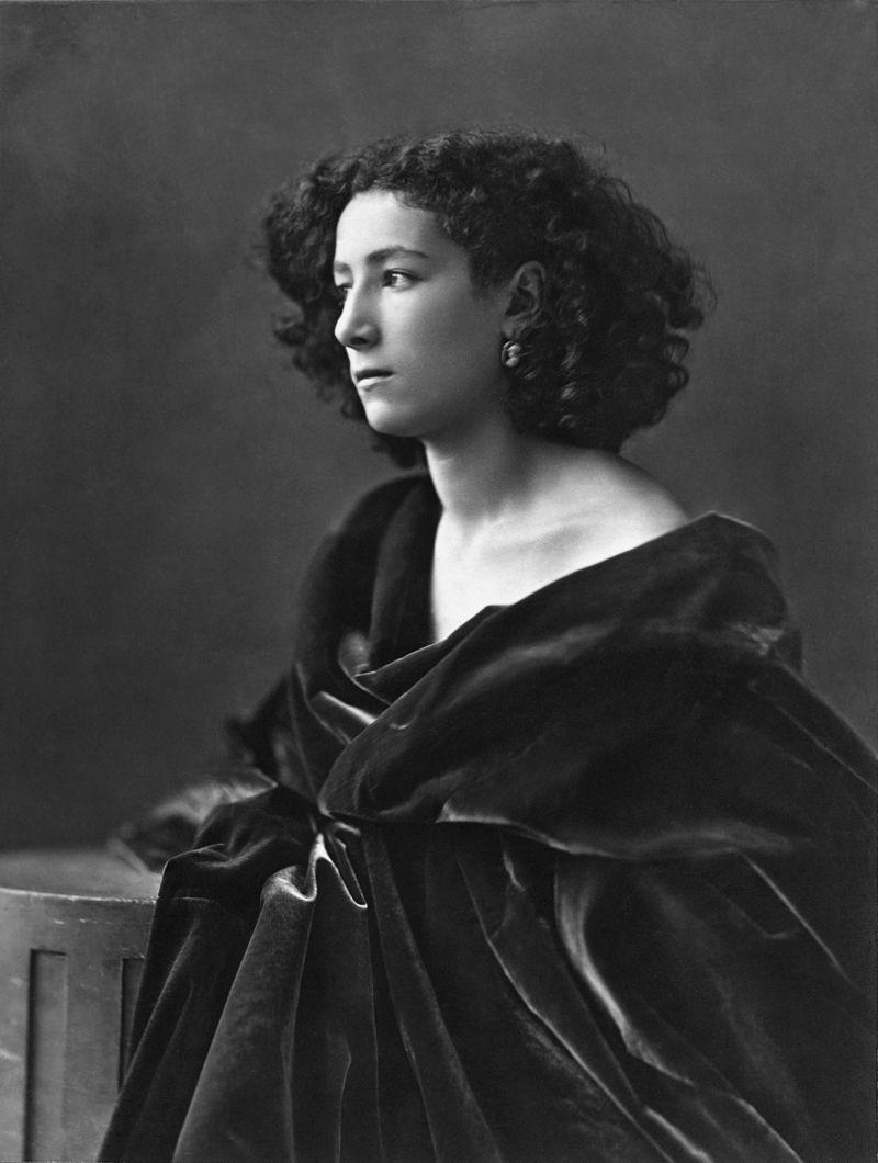 L'attrice in un ritratto fotografico eseguito da Nadar nel 1864