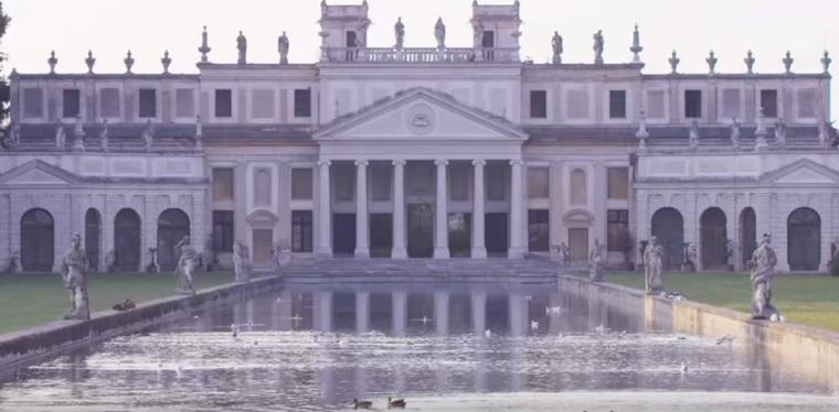 """Villa Pisani, scelta come splendida cornice del videoclip """"Simili"""" di Laura Pausini"""