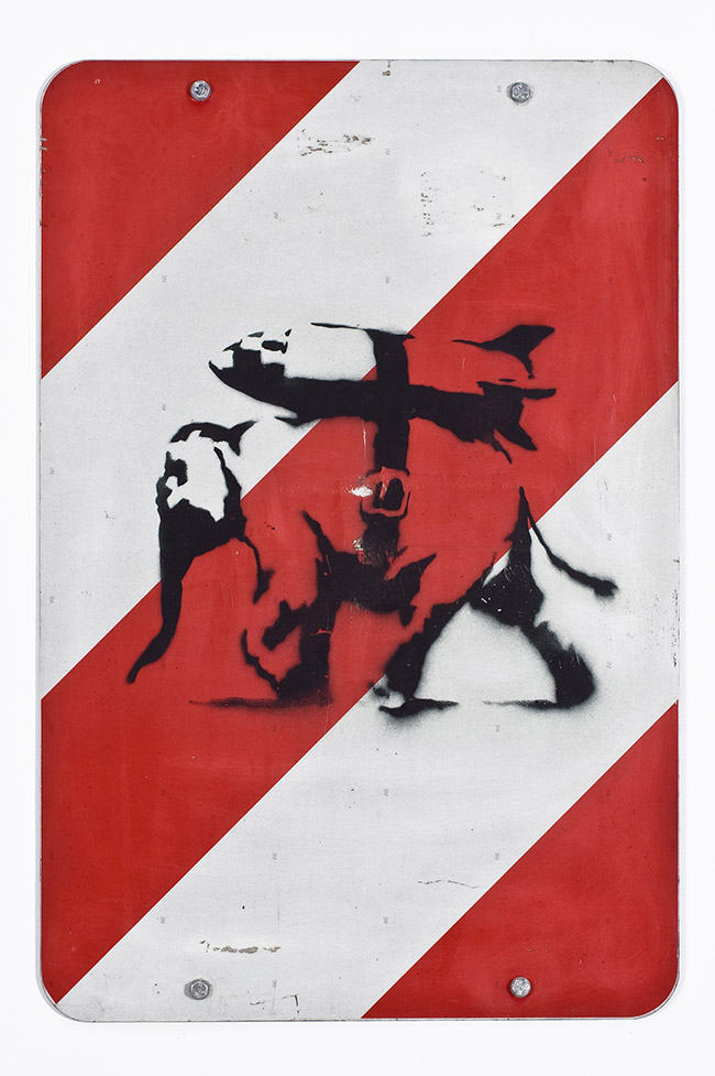Banksy Heavy weaponry 2002 Stencil e spray su cartello stradale, 74x50 cm Collezione Reinking, Amburgo