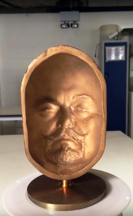 Una scultura di bronzo non trattata con la vernice di vanablack