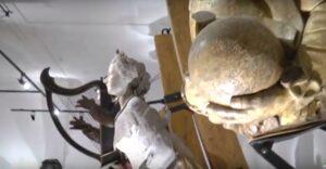 Polena raffigurante l'imperatrice Elisabetta d'Austria, detta Sissi,  moglie di Francesco Giuseppe, assassinata a Lugano nel 1898. Essa proviene dal piroscafo a ruote austriaco Elisabeth Kaiserin, costruito a Pola nel 1889
